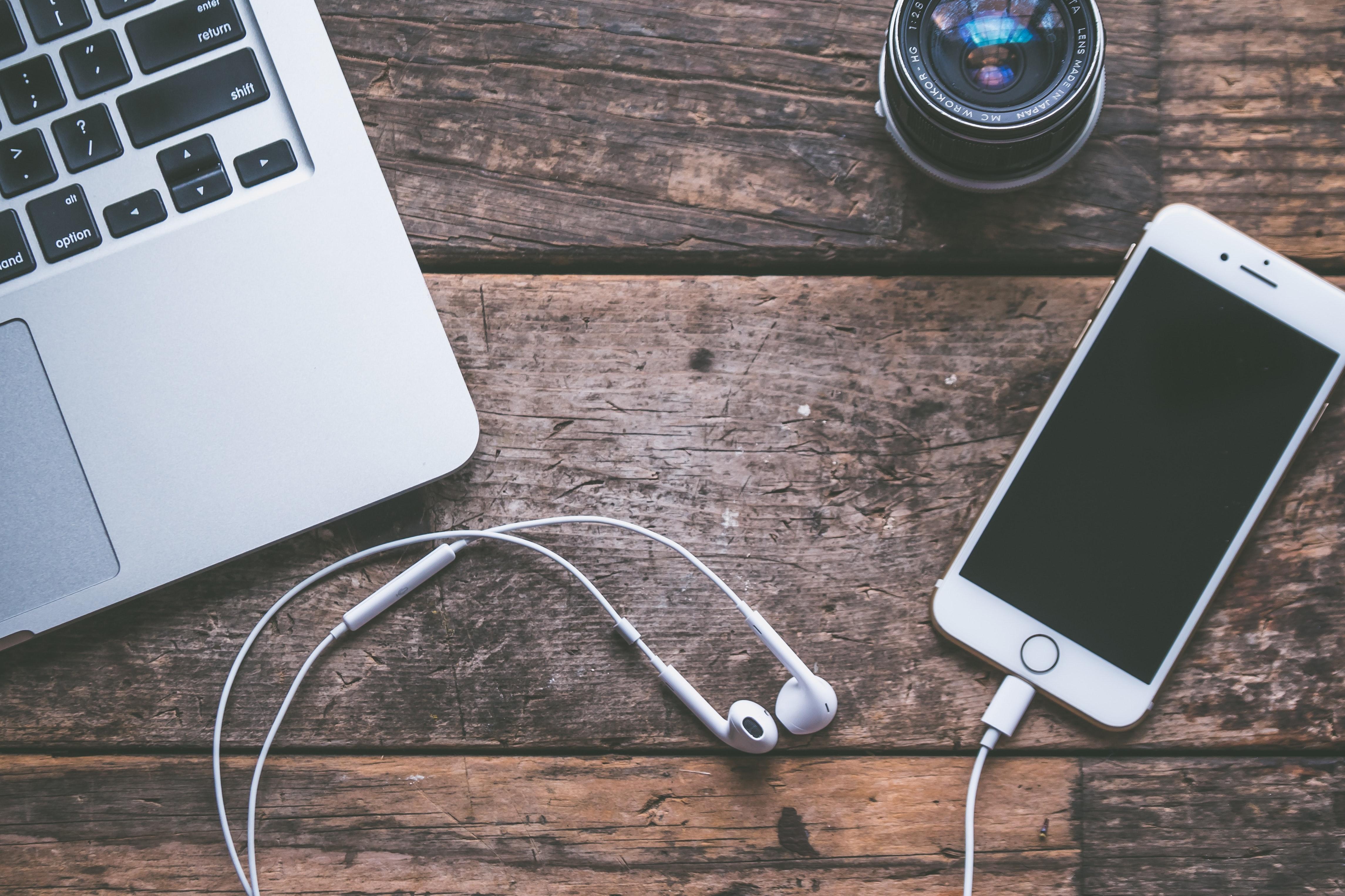 computer-device-earphones-583842.jpg